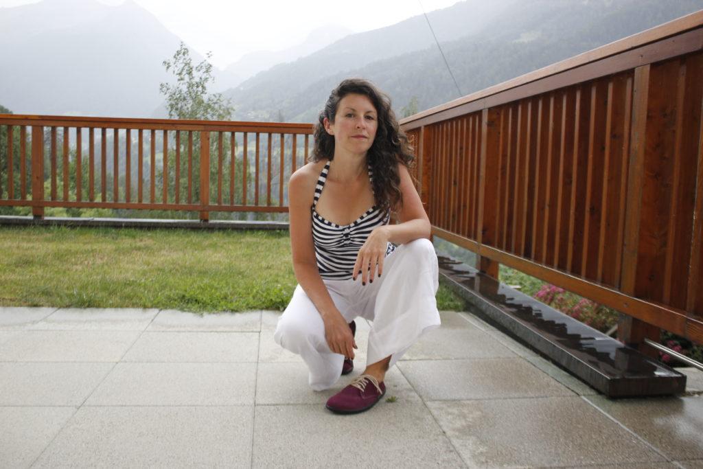 woman wearing belenka city plum